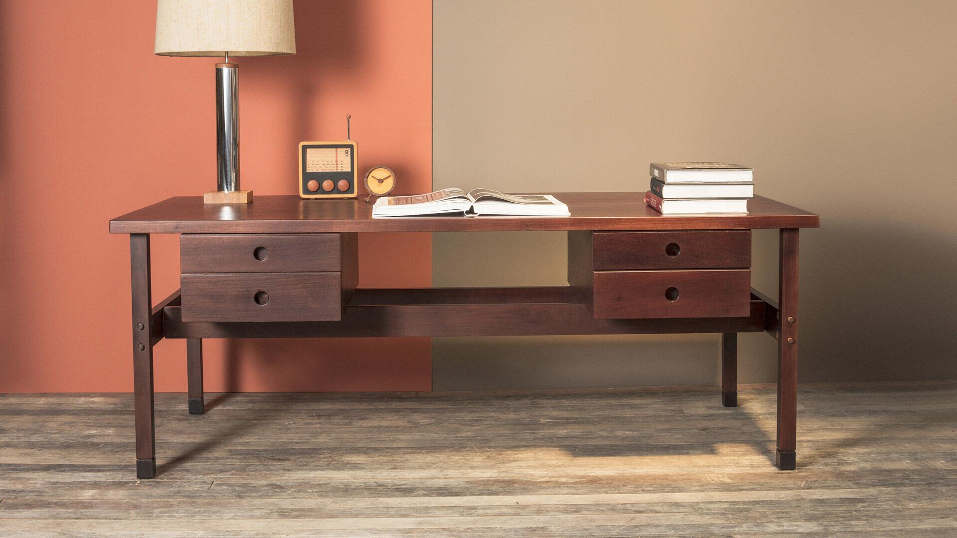 Itamaraty Desk